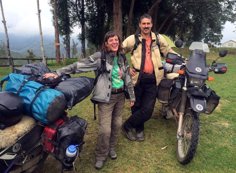 Pasangan Suami Istri ini pakai Suzuki DR650 berkeliling dunia